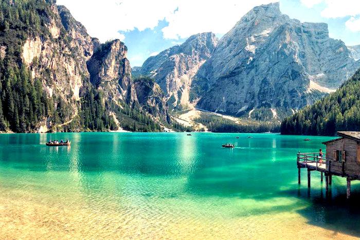10-viaggio-di-gruppo-in-bus-montagna-estiva-tra-le-dolomiti-venete-lago-di-braies