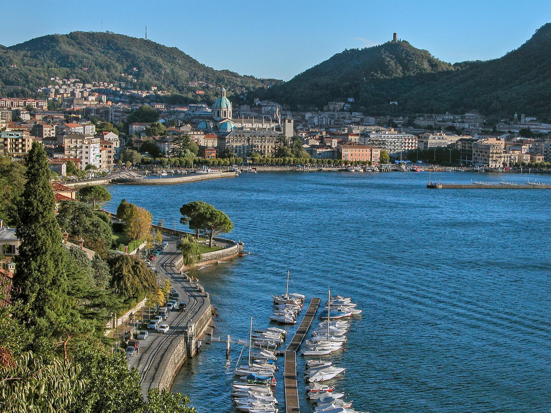 Il Lago di Como e una delle sue cittadine